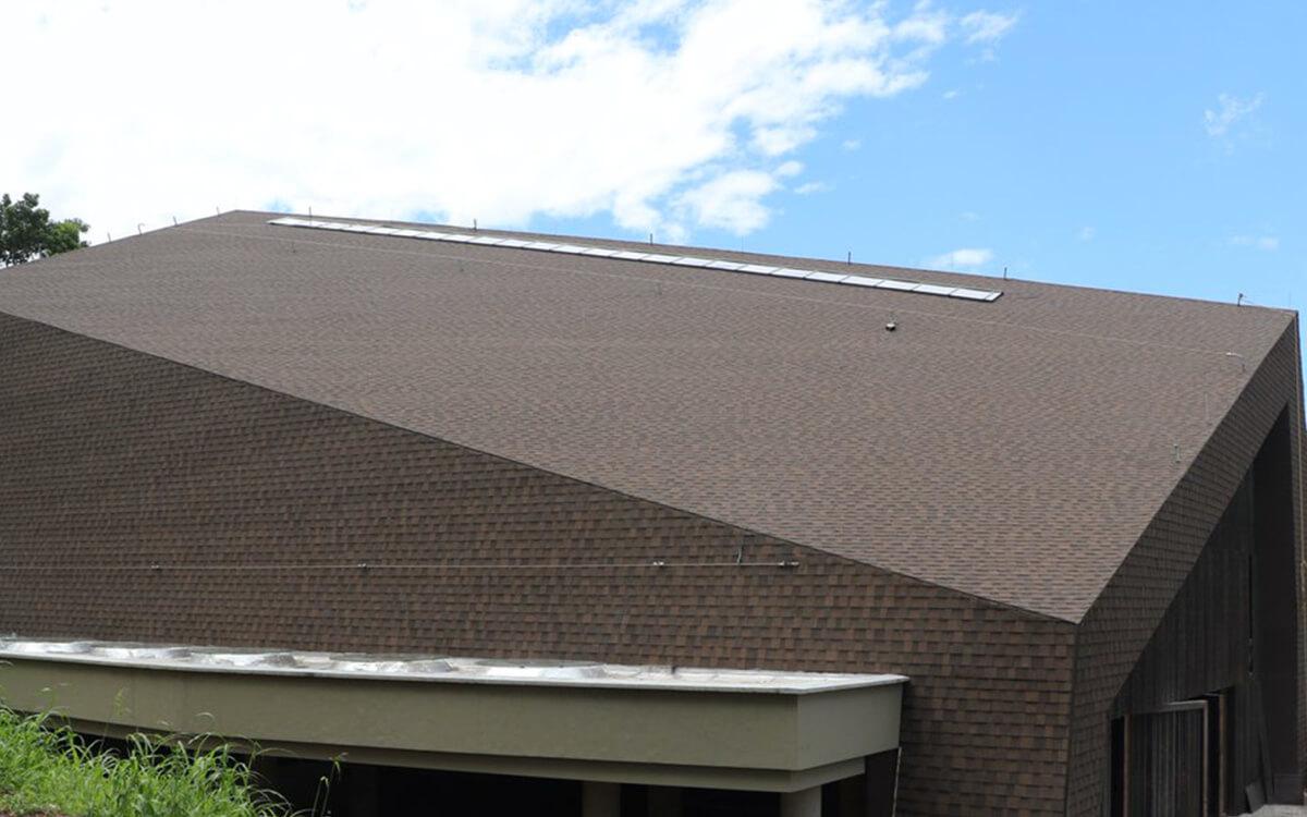 Ejemplo de Teja Asfaltica Cambridge Dual Brown utilizado en el techo (6)