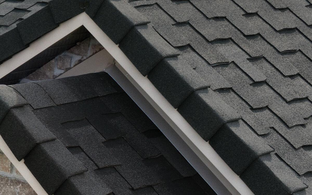 Ejemplo de Teja Asfaltica Armourshake Shadow Black utilizado en el techo (2)