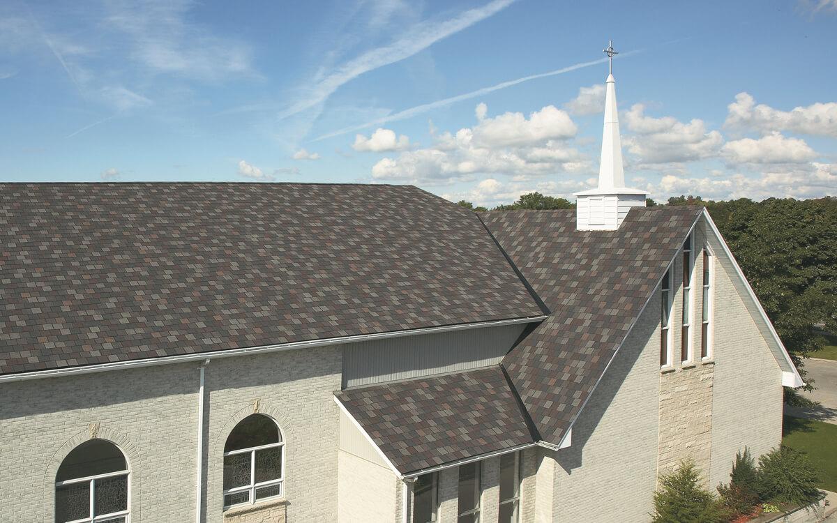 Ejemplo de Teja Asfaltica Crowne Slate Royal Granite utilizado en el techo (4)