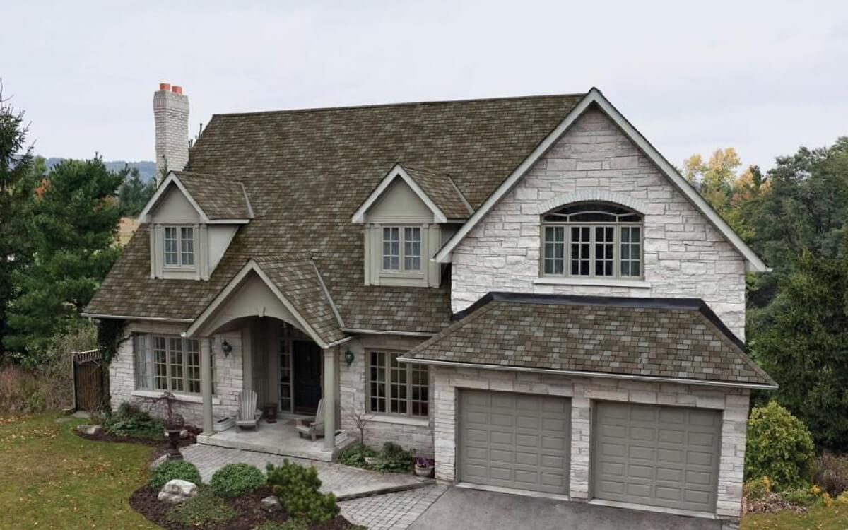 Ejemplo de Teja Asfaltica Royal Estate Taupe Slate utilizado en el techo
