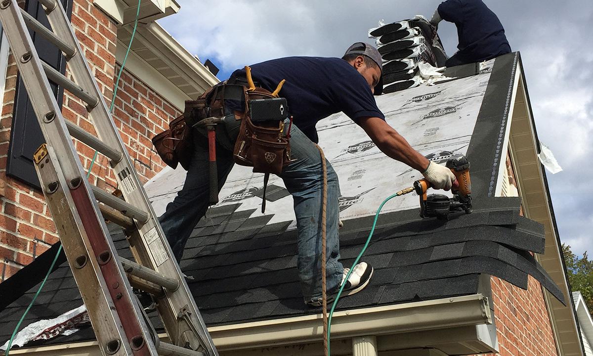 ¿Cómo se instala la teja asfáltica?