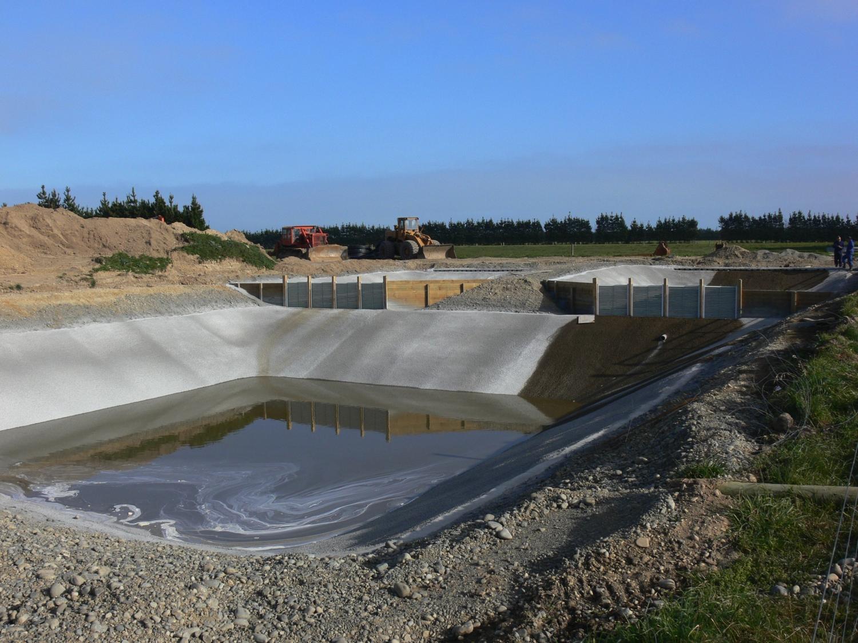 Sistema de piscinas para manejo de efluentes con separacion de solidos por Weeping Walls