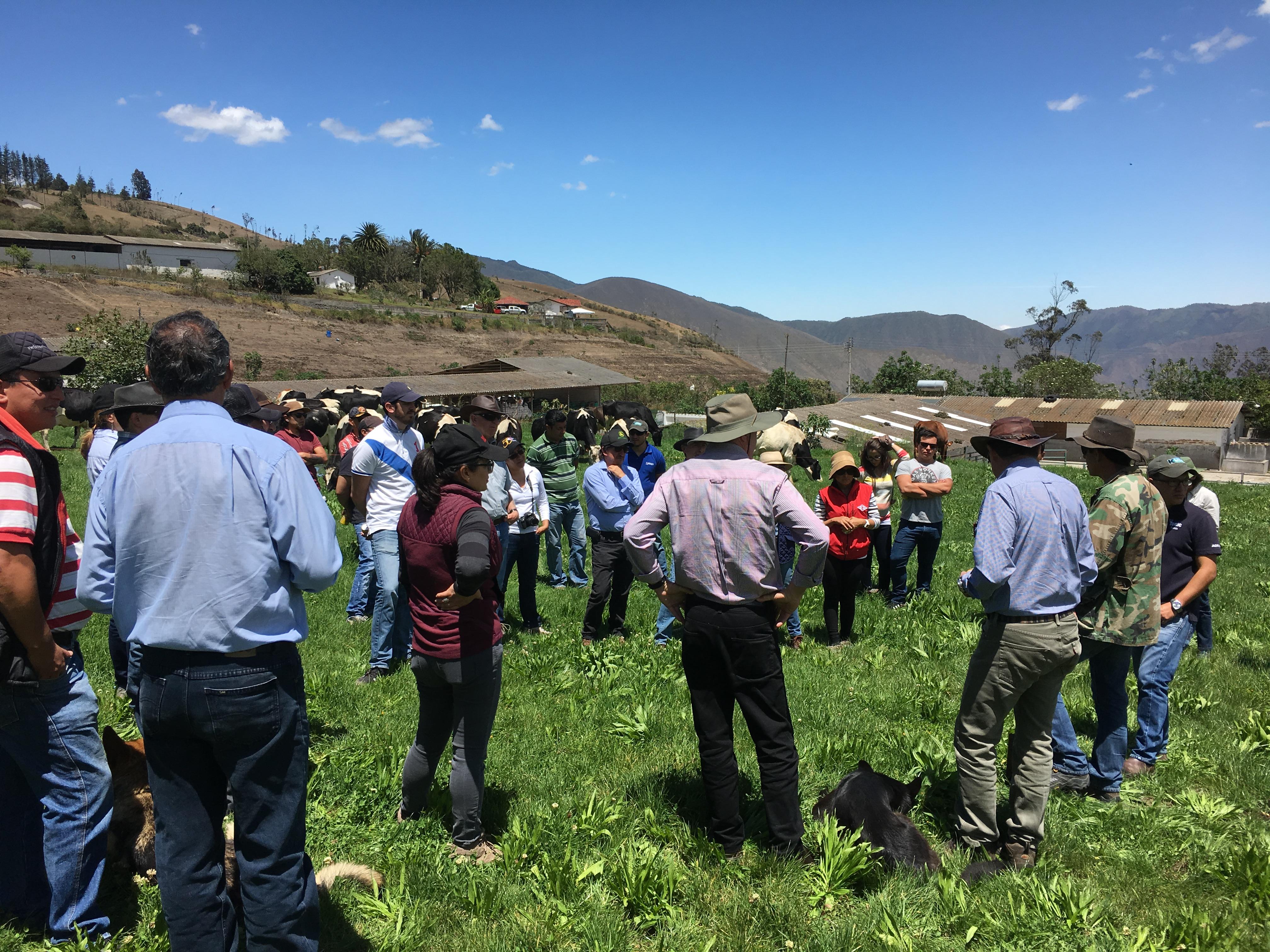 Capacitacion de ganaderos en Pichincha Ecuador con Alan Stewart