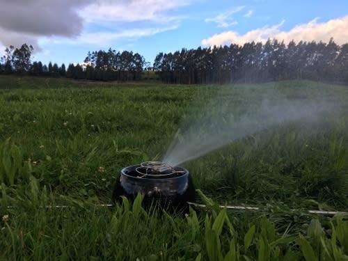 Sistema de riego de pasturas móvil eficiente sostenible