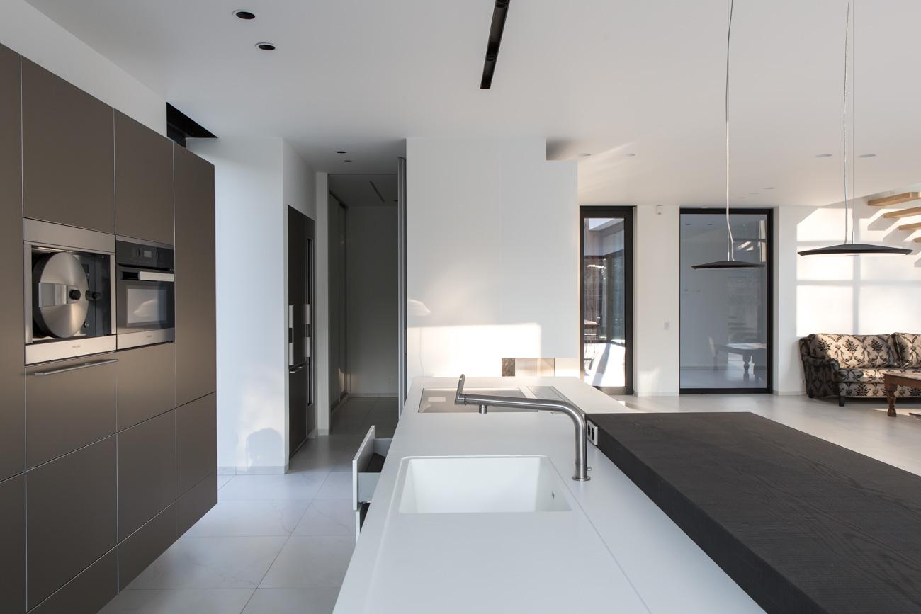 Woning Waasmunster minimalistisch interieur open keuken eiland