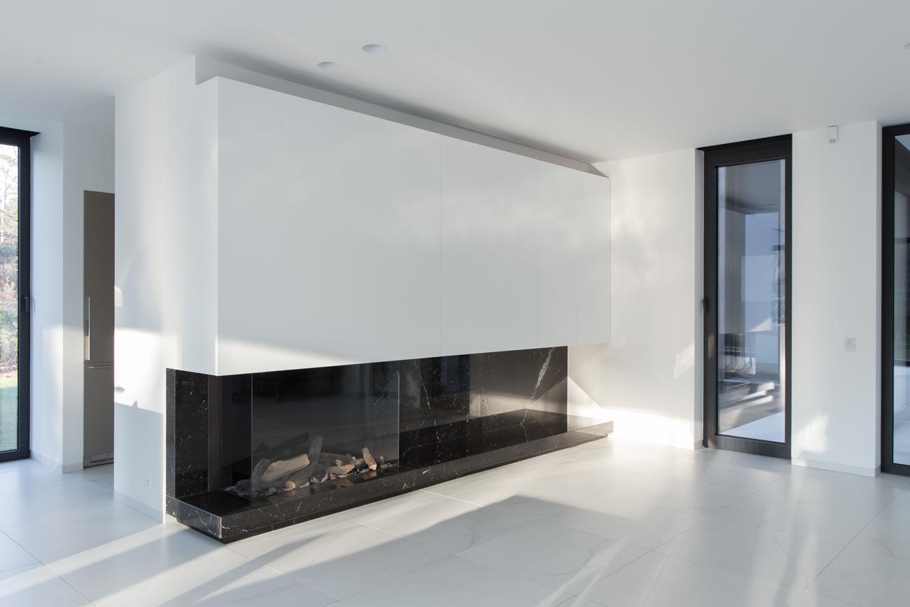 Woning Waasmunster minimalistisch interieur living met moderne open haard