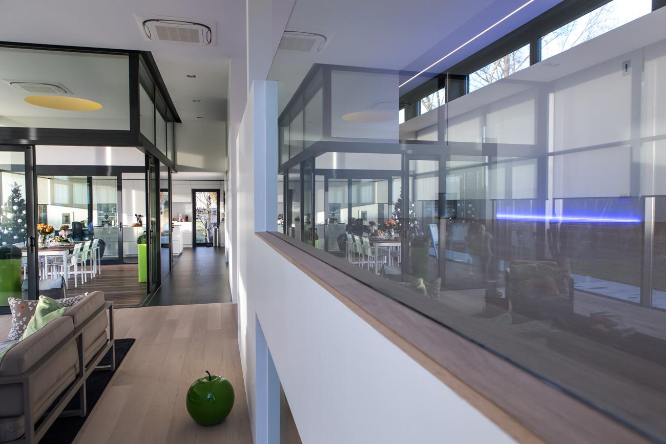 Woning in Sint-Amandsberg minimalistisch interieur living glazen balustrade