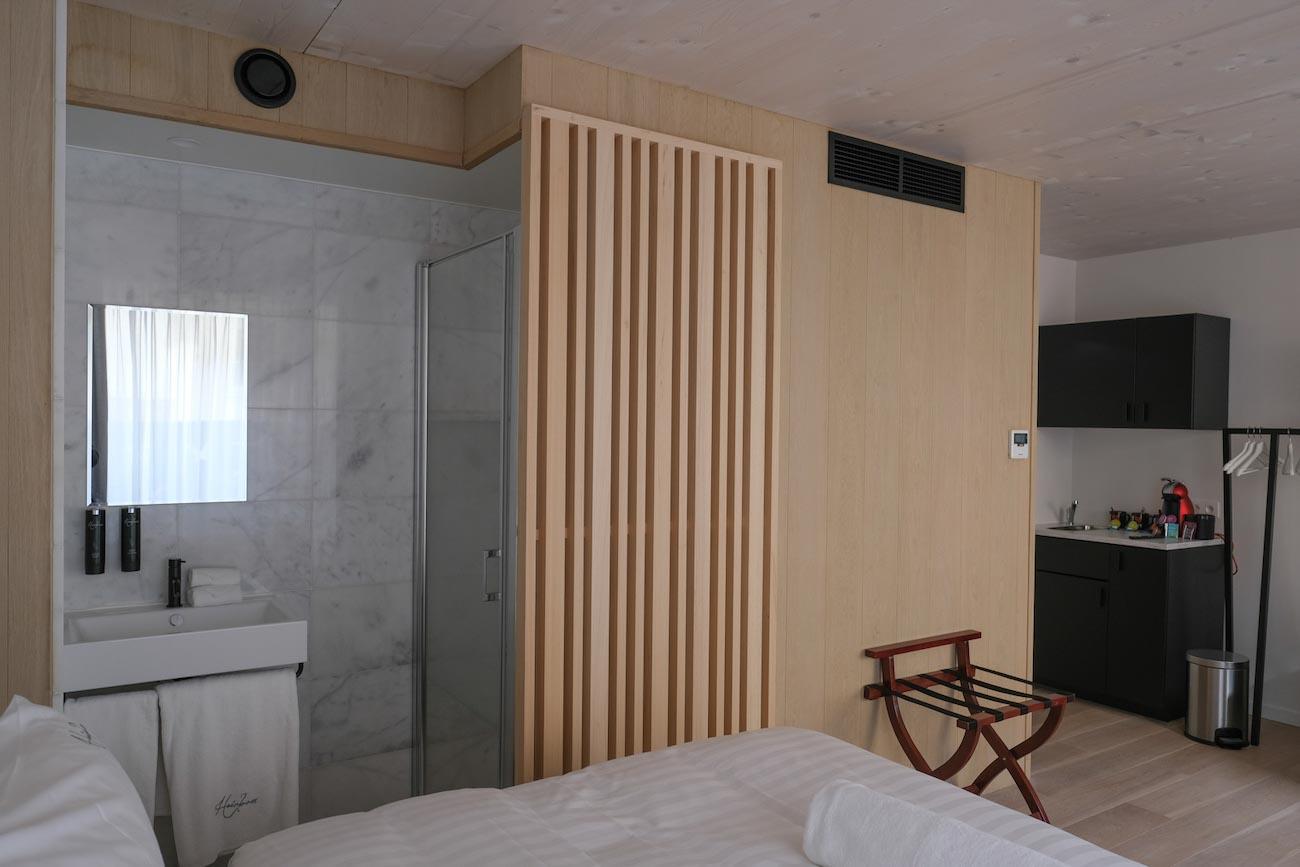 The Mansion Hotel Gent CLT gebouw slaapkamer houten badkamer badpod