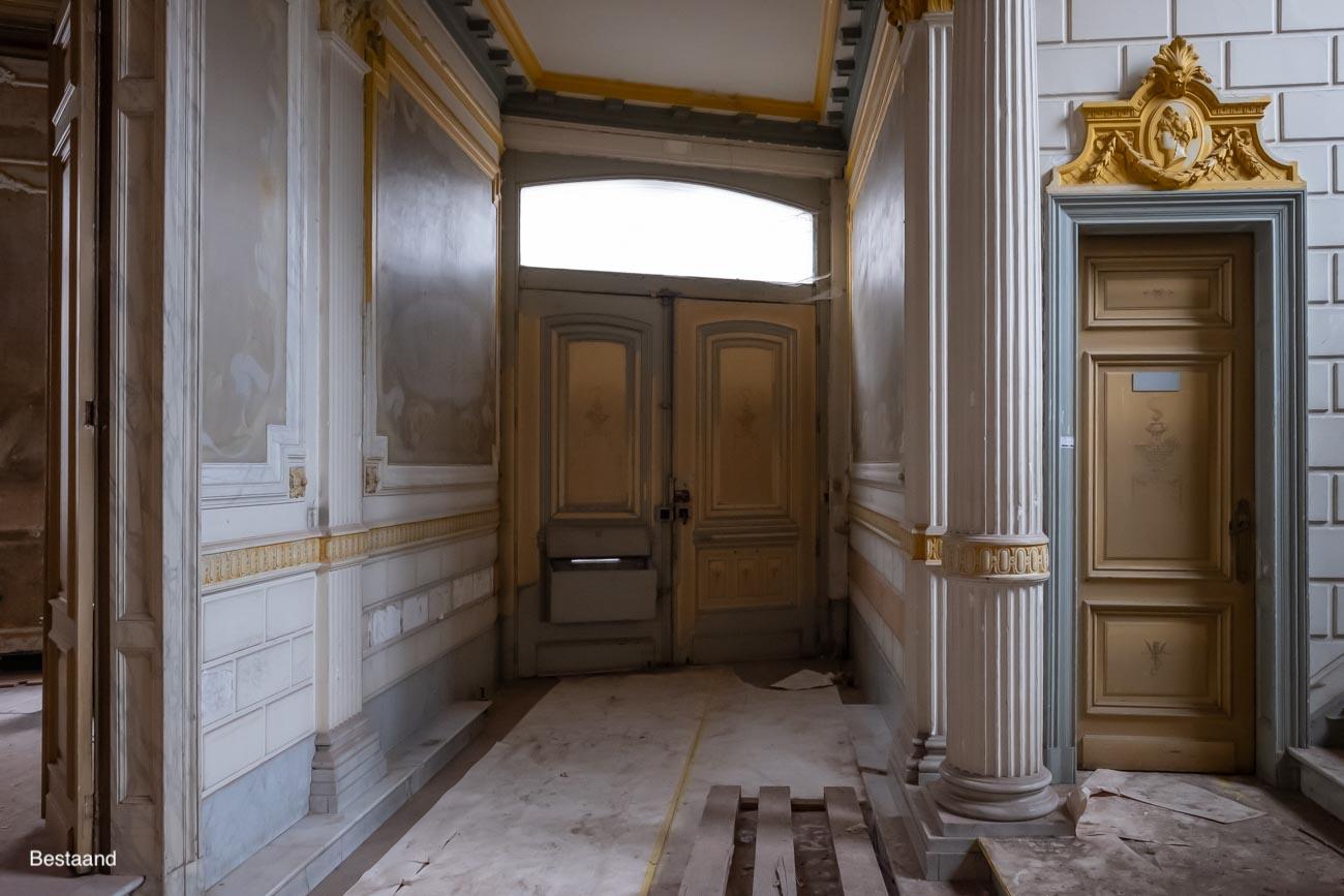 Hotel The Mansion Gent erfgoed Inkom met muurschilderingen in art-nouveaustijl