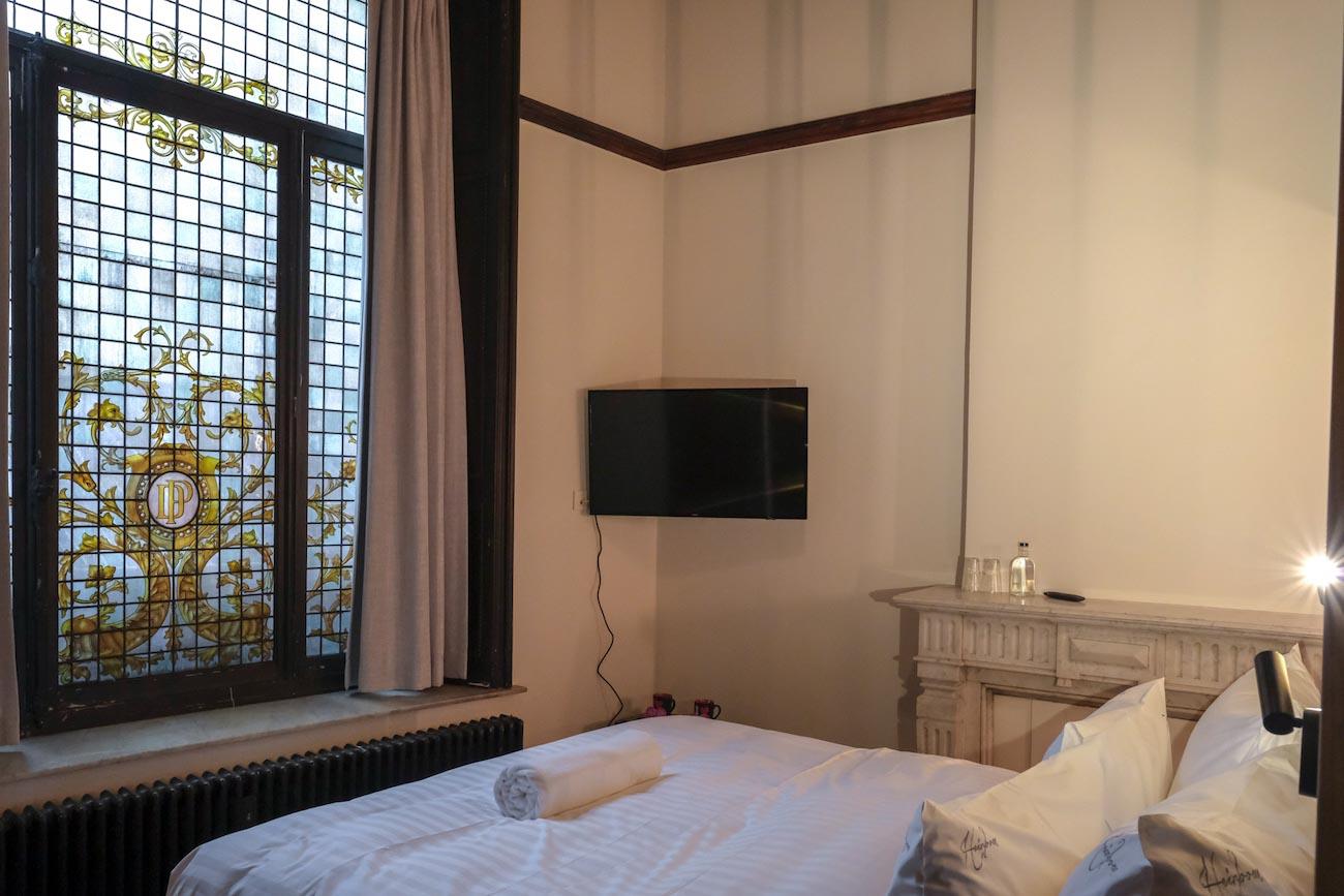 The Mansion Hotel Gent Slaapkamer met _glas in lood raam_ erfgoed restoratie