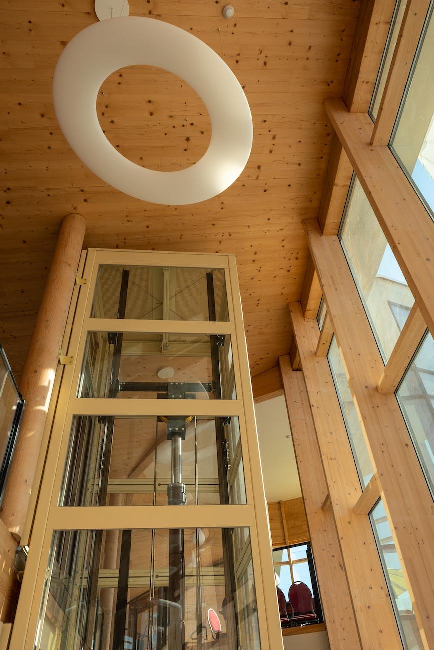 Klompenfabriek serviceflats CLT interieur houten lift