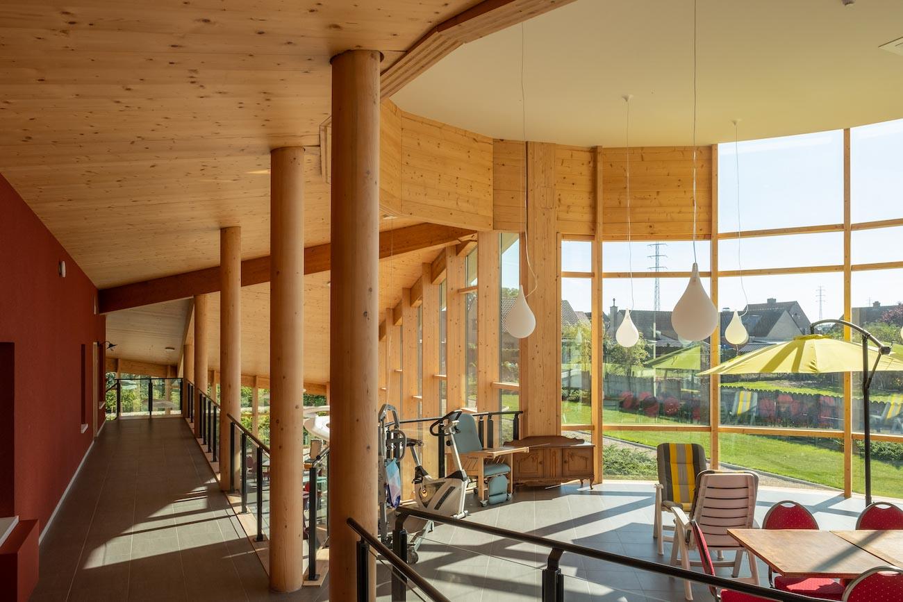 Klompenfabriek serviceflats CLT interieur houten gemeenschappelijke rustruimte