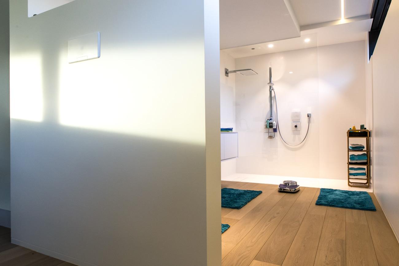 Woning in Sint-Amandsberg minimalistisch interieur badkamer inloop douche
