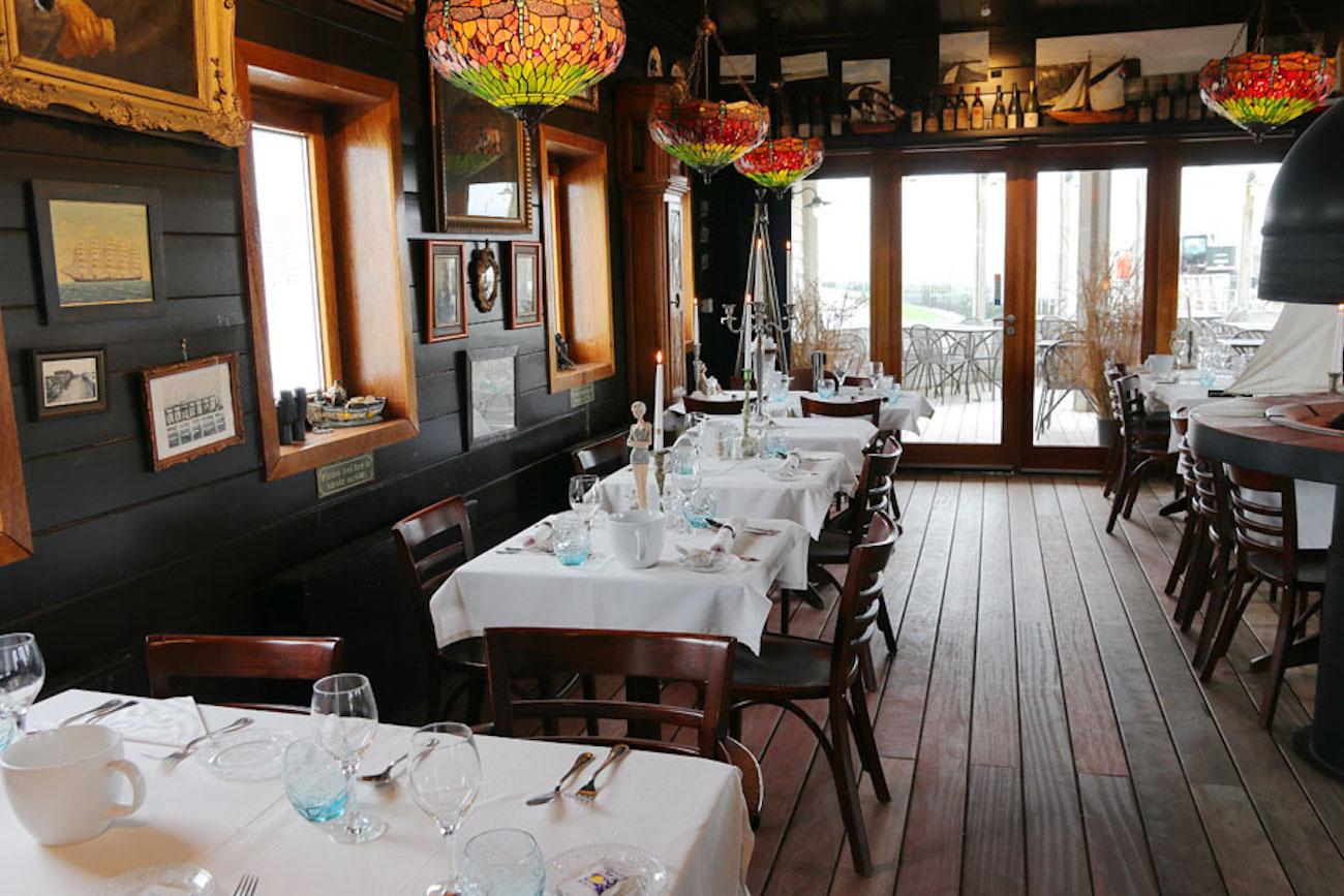 Brasserie Oosterstaketsel binnenaanzicht houtplanken