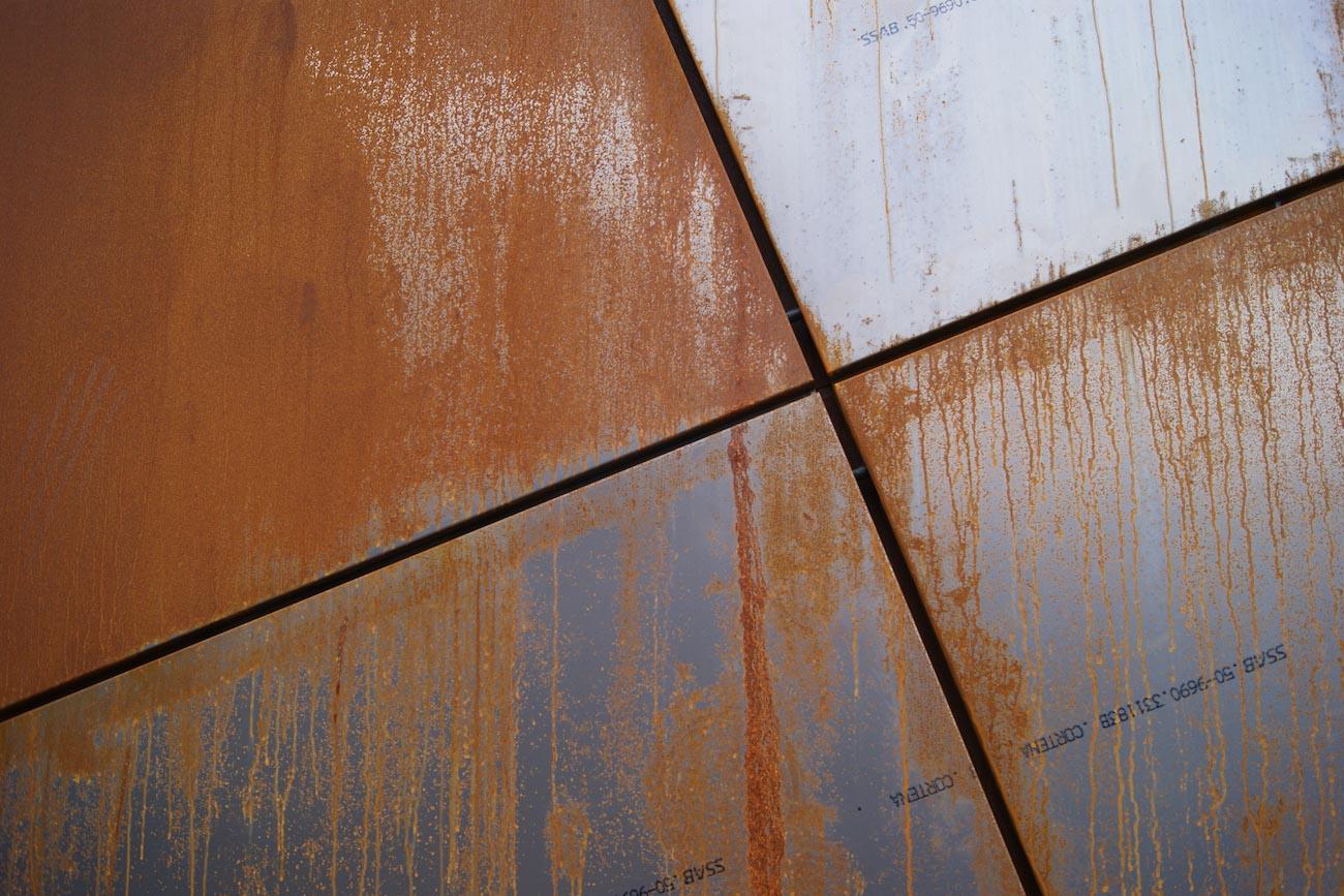 Carbofisc Kantoor CLT gebouw met corten staal gevel detail