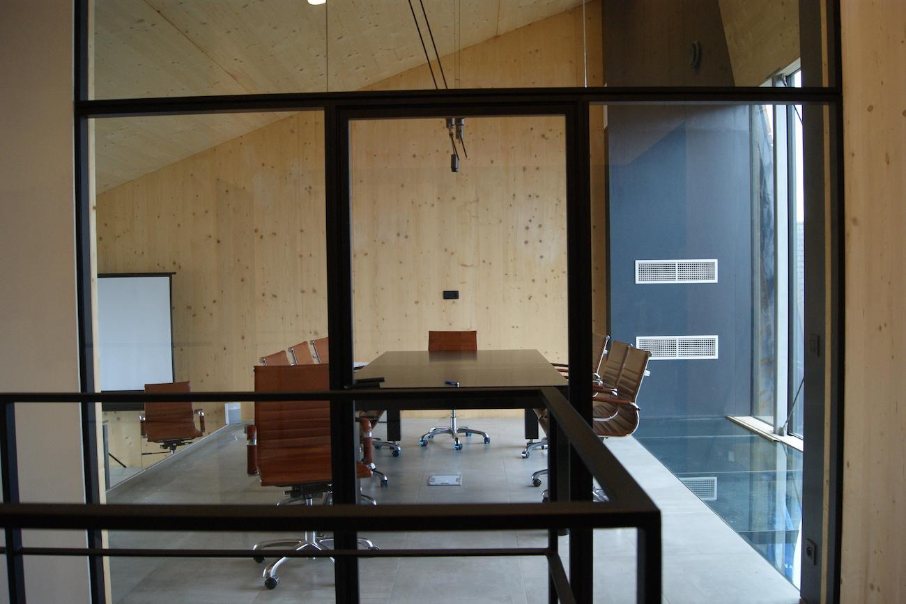 Carbofisc Kantoor CLT gebouw vergaderzaal houten interieur