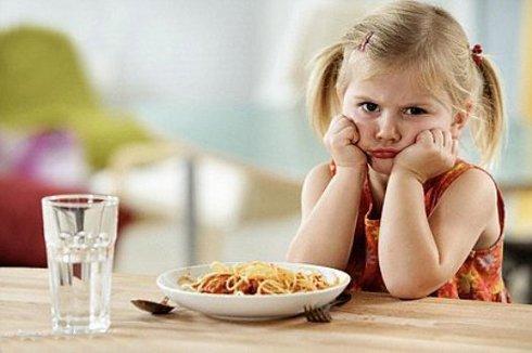 Bé 2 tuổi biếng ăn phải làm sao để phát triển toàn diện?