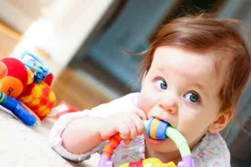 Diệt khuẩn đồ chơi cho trẻ hàng ngày để tránh vi khuẩn gây bệnh