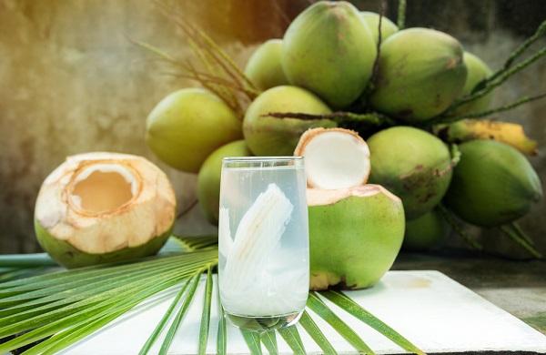 Nước dừa làm mát gan