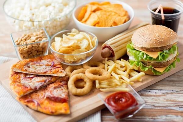 Gan nhiễm mỡ độ 2 nên hạn chế thức ăn nhiều dầu mỡ