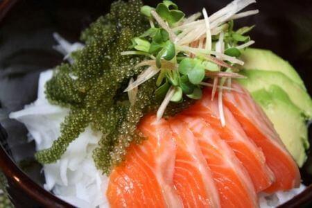Rong nho ăn kèm sushi, sashimi