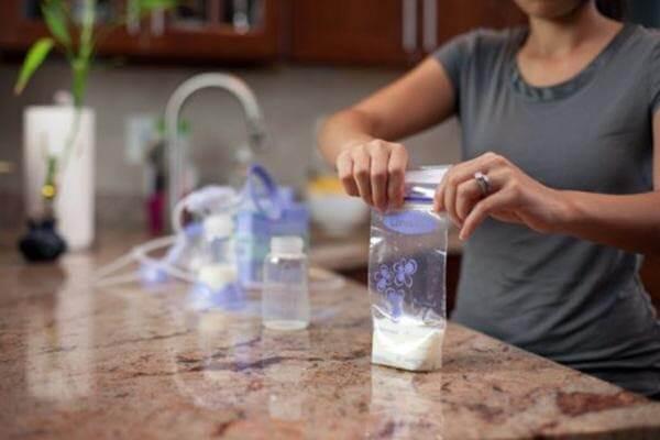 Sử dụng túi trữ sữa mẹ đúng cách