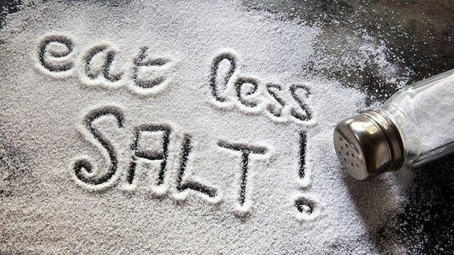 Hạn chế sử dụng muối khi nấu ăn