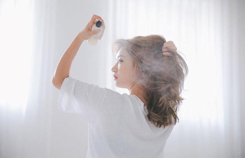 Xịt khoáng giúp định hình, tăng độ ẩm cho tóc