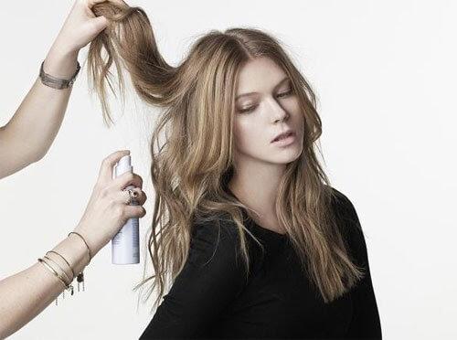 Xịt khoáng bảo vệ mái tóc giúp tạo kiểu cho mái tóc