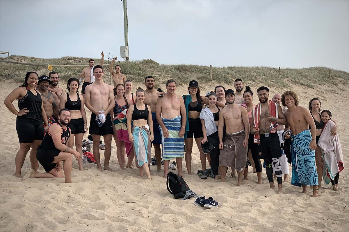 vale tudo training members at the beach