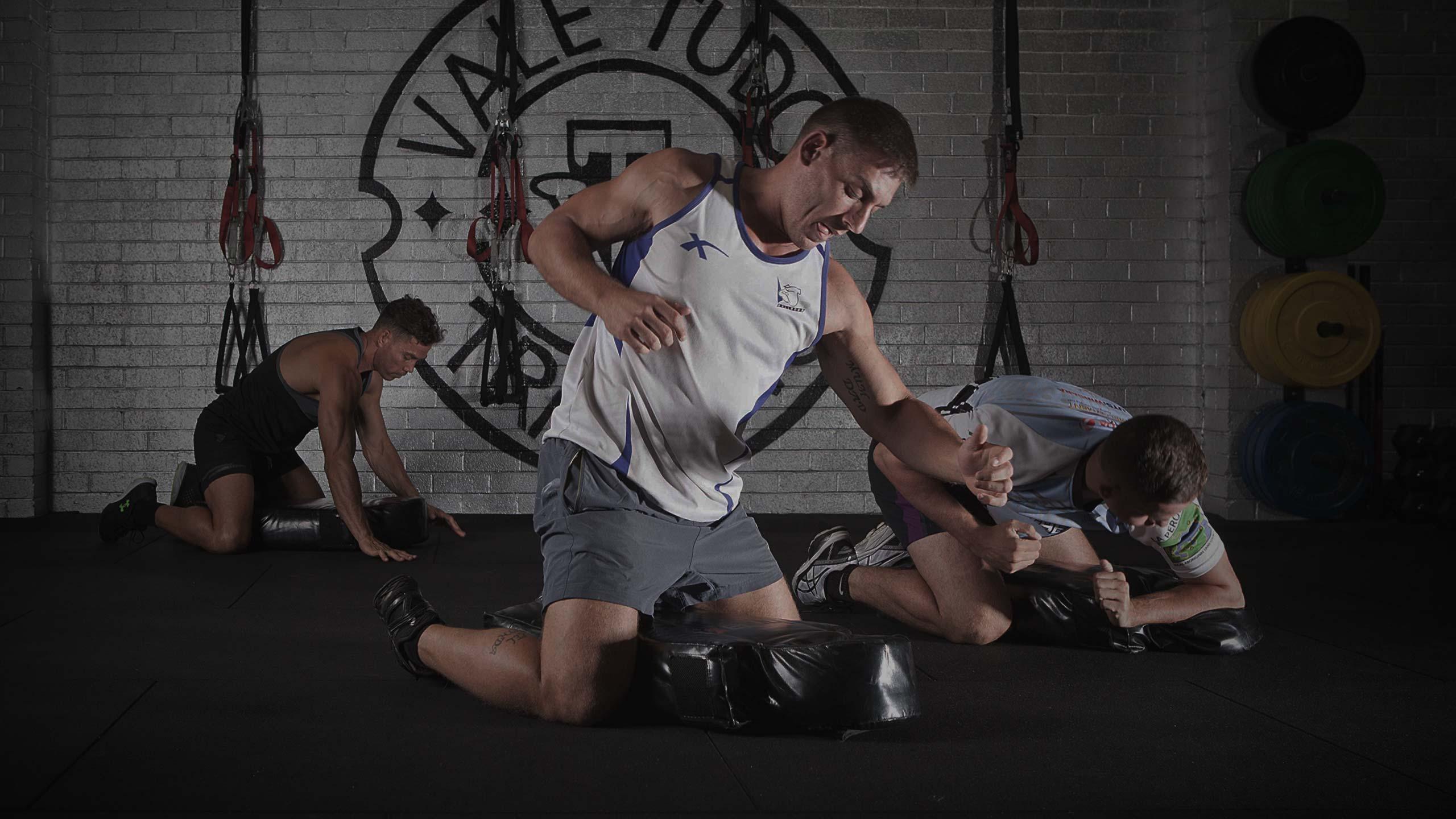 male athlete training boxing mma kickboxing at vale tudo training