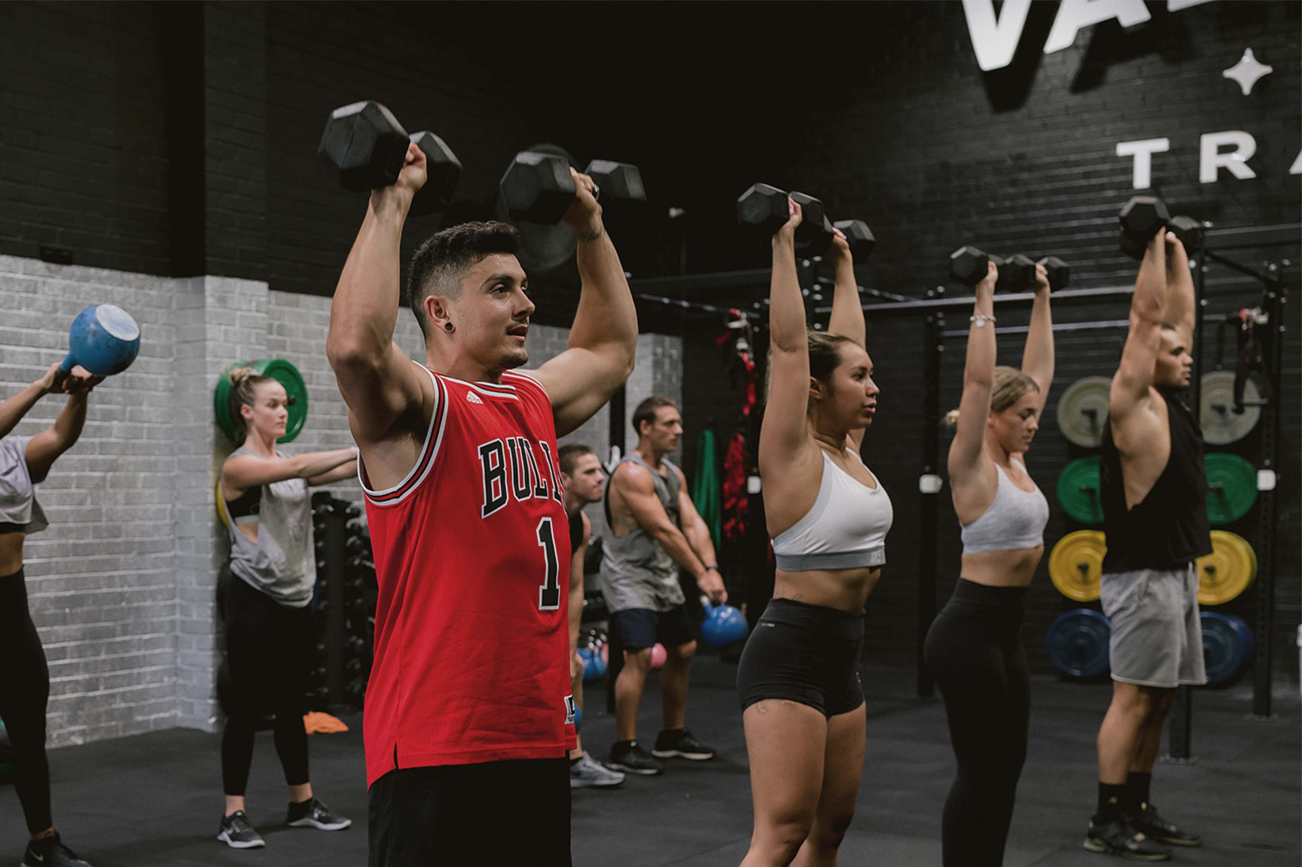 vale tudo super saturday session group workout with dumbbells