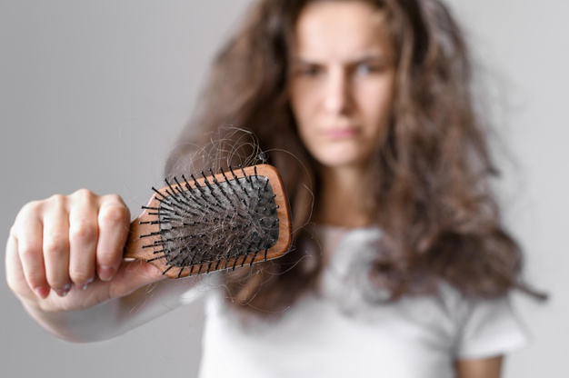 how to brush curly hair