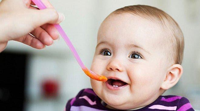 Treo thưởng khi ăn khiến bé 1 tuổi biếng ăn