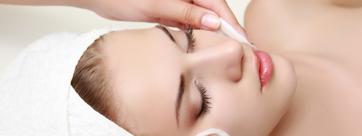 facial treatment in salon