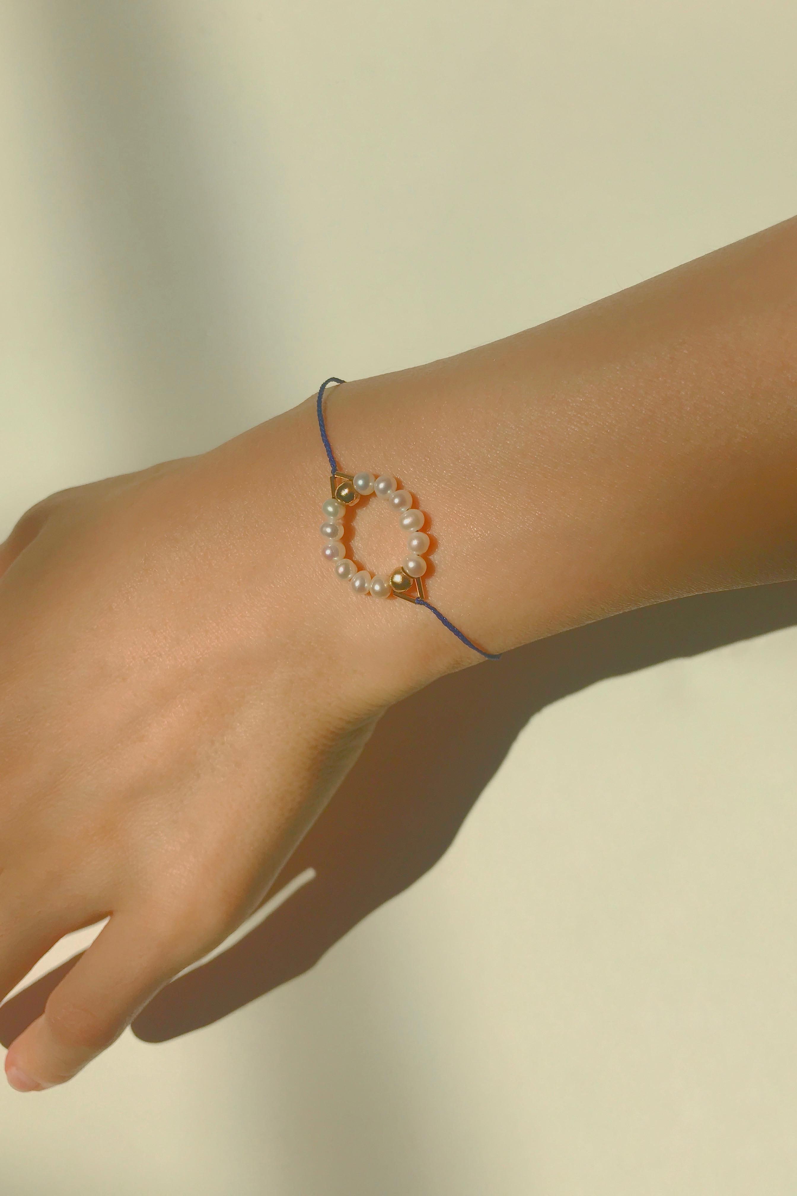 J18. Circle Bracelet Blue