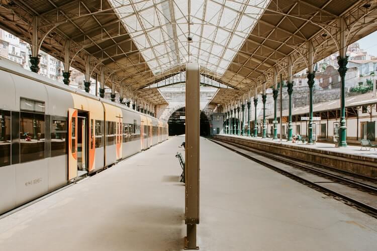 train porto portugal