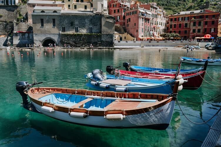 vernazza plage village
