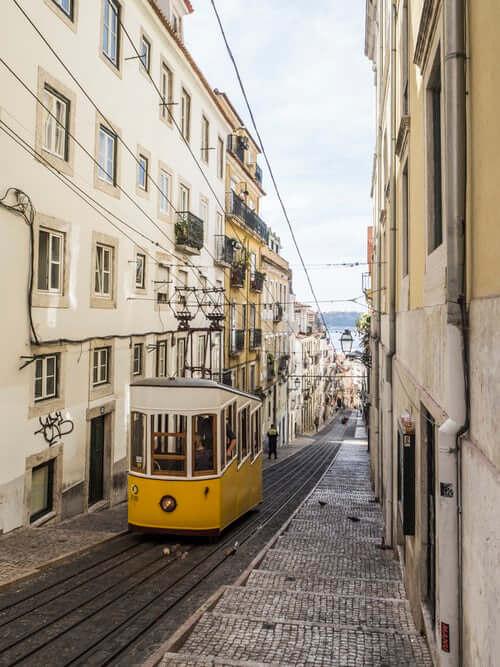 yellow tram lisbonne portugal
