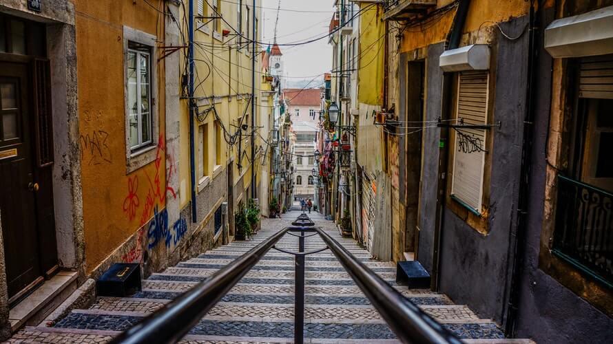 rue tramway lisbonne portugal