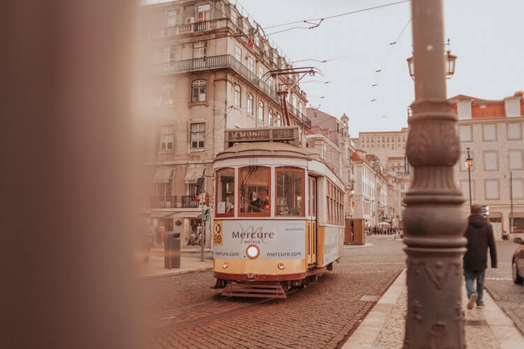 tram lisbonne portugal