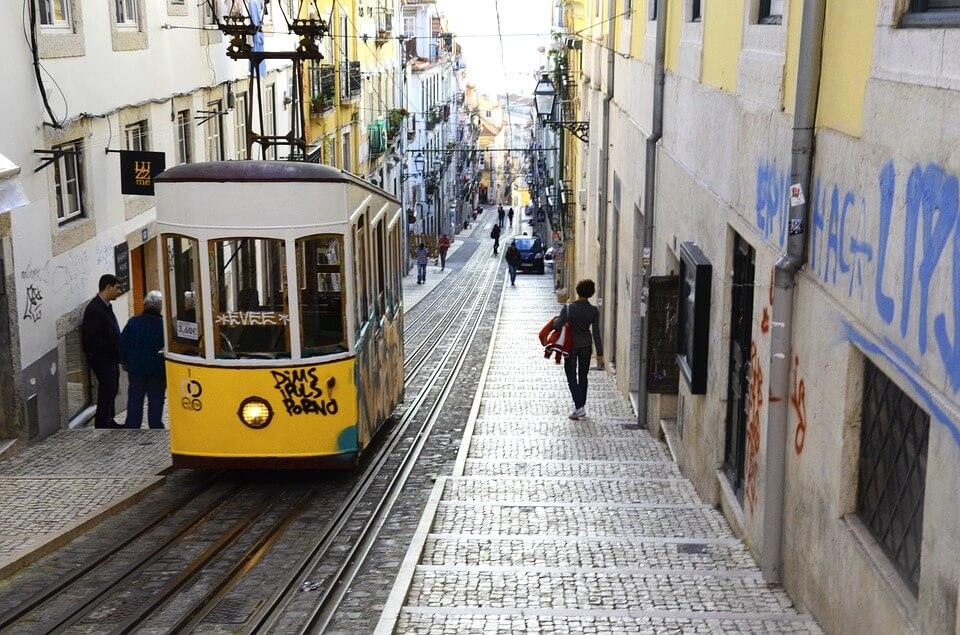 quartier bairro alto lisbonne portugal