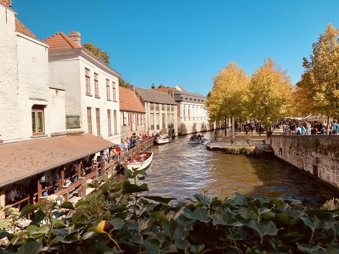 Vue sur la rivière à Bruges