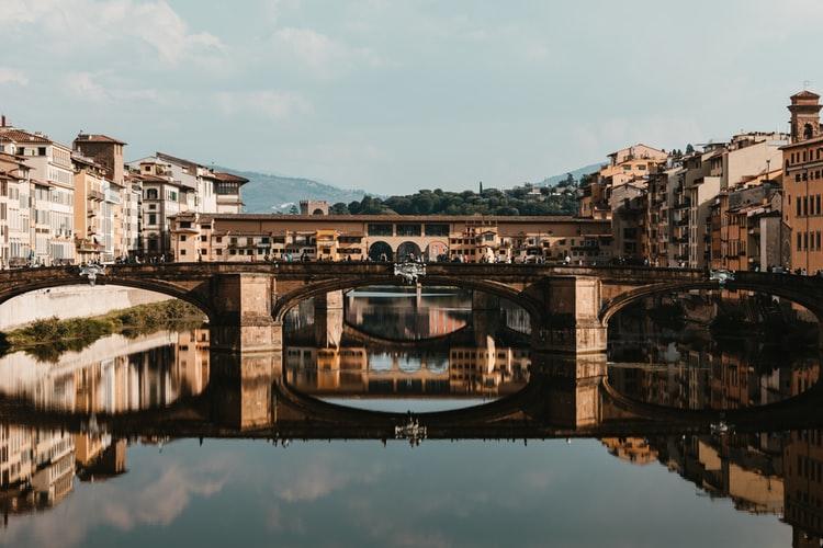 Ponte Vecchio en arrière plan