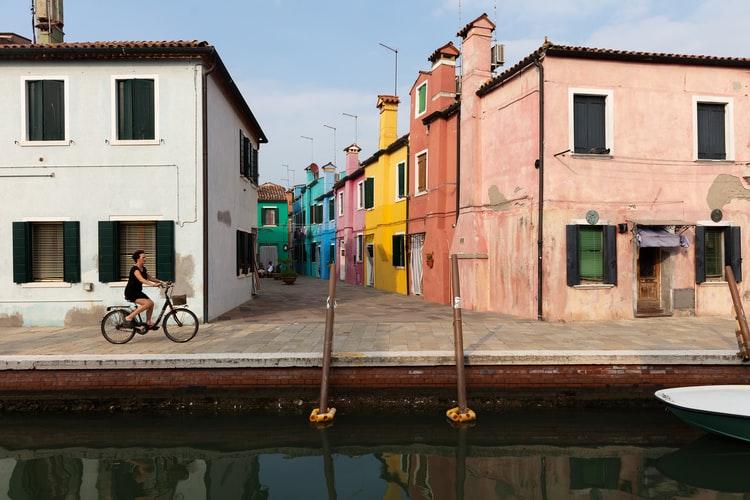 L'île de Burano tout proche de Venise