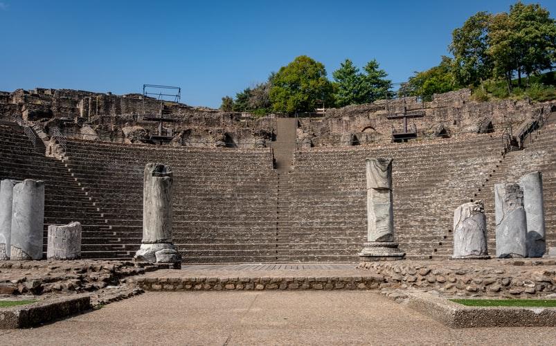 Les ruines d'un amphitheatre romain