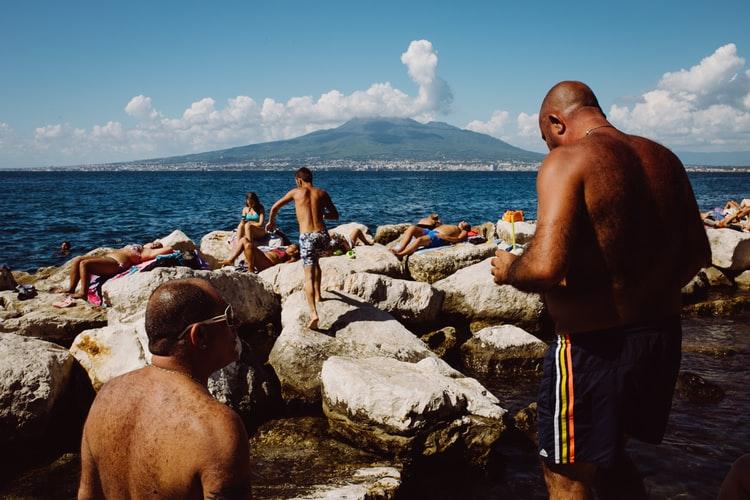 Vue sur le mont Vésuve depuis Naples