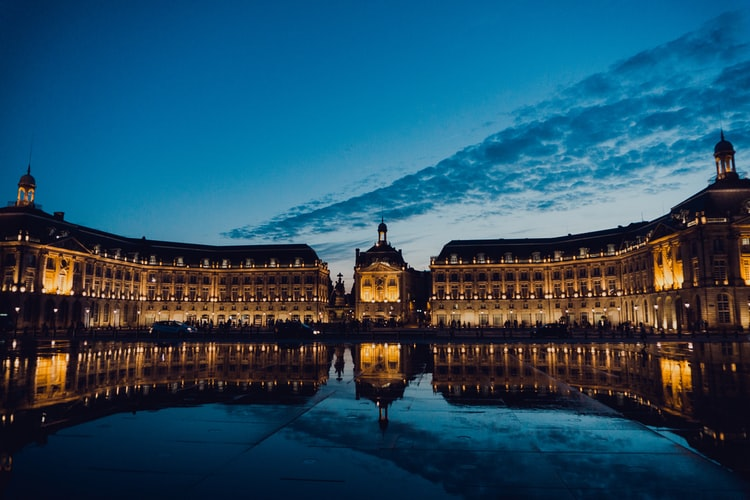 Le miroir d'eau de nuit - Place de la Bourse