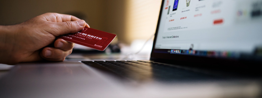 laptop en credit card
