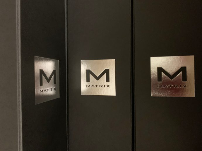 Champagnedozen met in zilver-foliedruk het Matrix logo.
